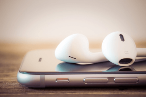 iPhone-6-With-Apple-EarPods-500x334